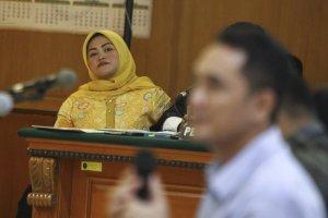 Bupati Bekasi non-aktif Neneng Hassanah Yasin terdakwa kasus suap Meikarta