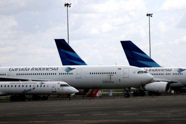 garuda indonesia, pesawat garuda keluar landasan, bandara sultan hasanuddin makassar