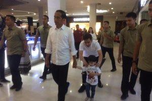 Jokowi Bermain dengan Jan Ethes