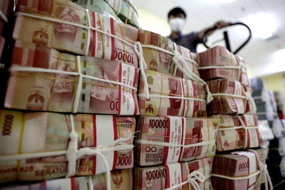 KSP Indosurya menawarkan investasi berbunga tinggi yang berujung gagal bayar uang nasabah Rp 10 triliun.