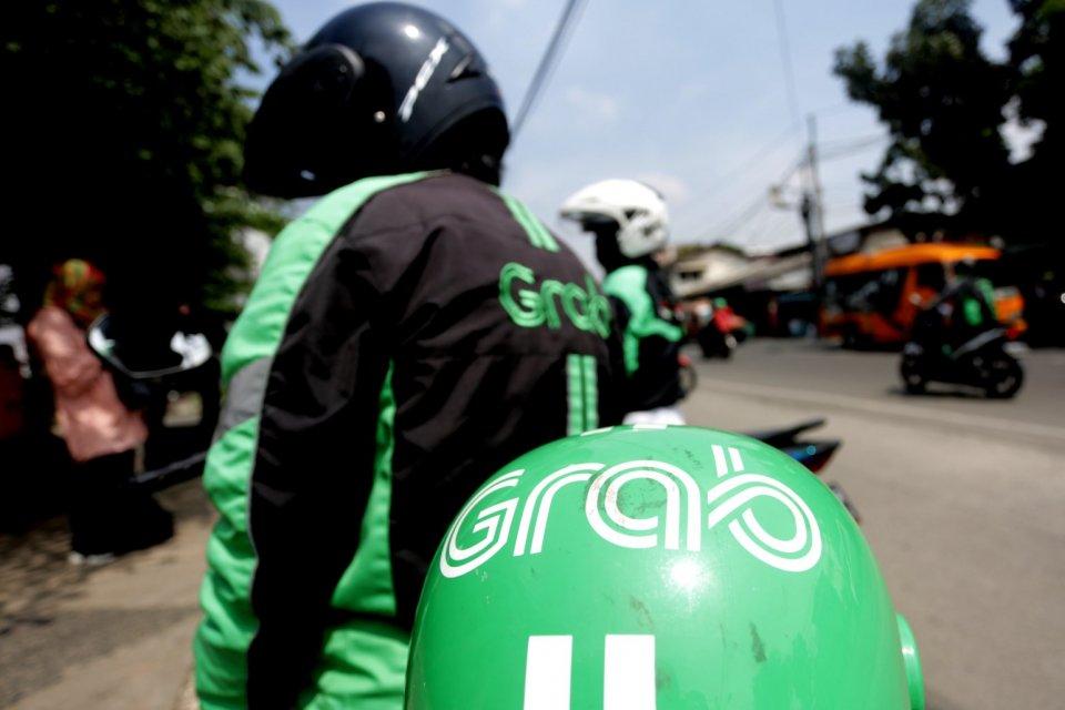 Driver Grab di kawasan Pinang Ranti, Jakarta TImur (9/4). Grab menargetkan dapat mengumpulkan pendanaan tambahan sebesar USD 2 Miliar lagi dari investor strategis di tahun 2019 ini.