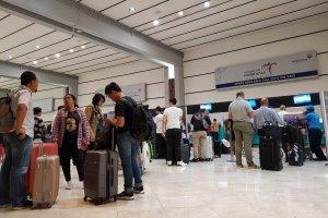 Antrian di Terminal 2 Bandara Soekarno Hatta