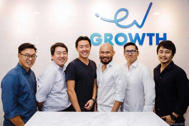 Dewan direksi baru Shopback, Managing Partner of EV Growth Willson Cuaca (pertama dari kiri) dan CEO of ShopBack Henry Chan (ketiga dari kiri)