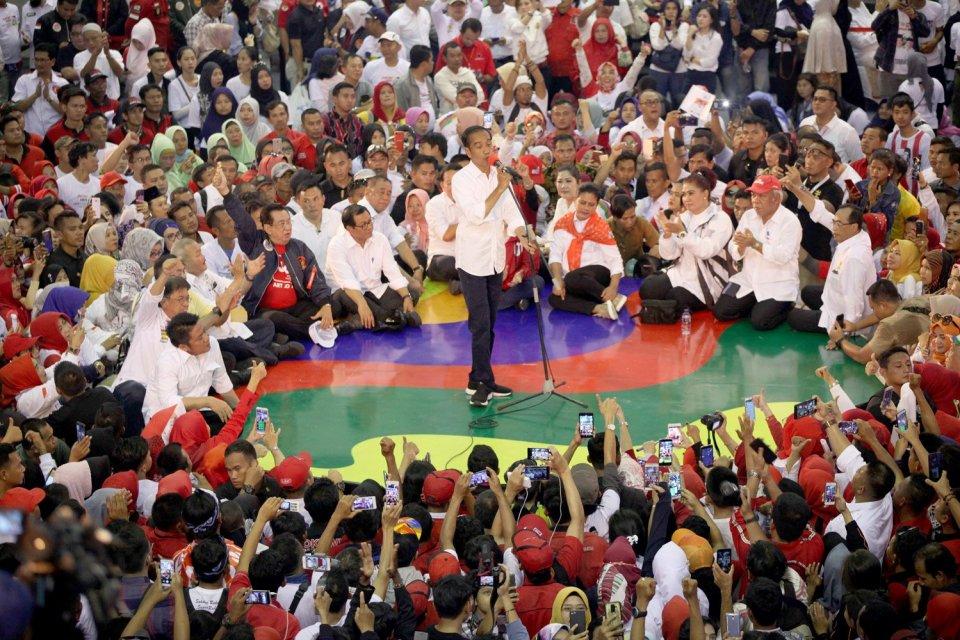 Calon presiden nomor urut 01 Joko Widodo akan bekampanye di Sukabumi, Depok, dan Bogor, Jawa Barat, Kamis (11/4). Sementara Prabowo direncanakan menghadiri Deklarasi Aliansi Advokat Indonesia Bersatu untuk Prabowo-Sandi.