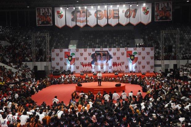 Capres nomor urut 01 Joko Widodo (tengah) menyampaikan pidato politik saat Deklarasi Relawan Pemuda Pancasila DKI Jakarta di Istora Senayan Jakarta, Minggu (3/3/2019). Ormas Pemuda Pancasila DKI Jakarta mendeklarasikan dukungannya kepada Capres-Cawapres n
