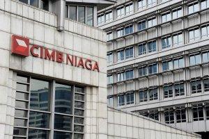 Gedung Cimb Niaga. Logo bank Cimb Niaga, Jakarta.