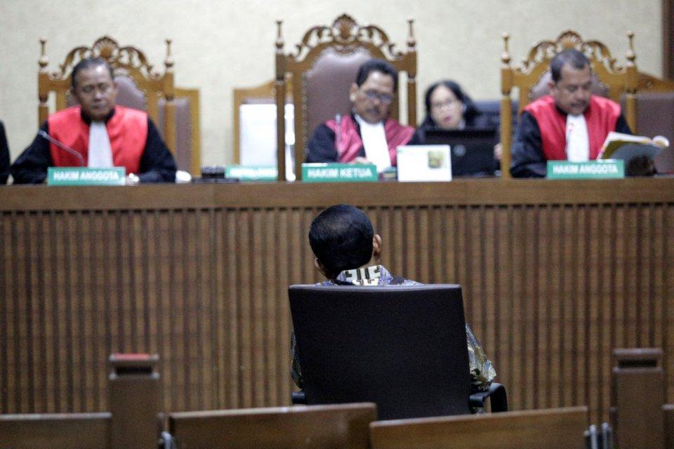 Mantan Sekjen Partai Golkar,Idrus Marham divonis bersalah dalam kasus suap proyek PLTU Riau-1Sedianya di Pengadilan Tipikor Jakarta (23/4). Dirut PLN Sofyan Basir menjadi tersangka.