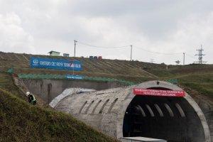 Tunnel Walini Tembus Bukit