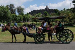Kunjungan Wisatawan ke Borobudur