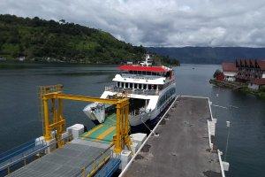 Edsus Pariwisata_Kapal Penyeberangan Danau Toba