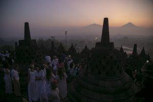Edsus Pariwisata_Matahari Terbit di Borobudur