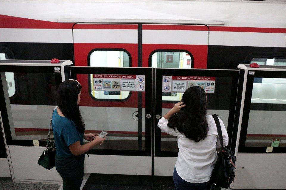 LRT Jakarta, harga tiket lrt jakarta, jalur lrt jakarta yang beroperasi komersial