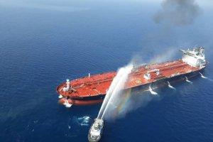 Kapal Angkatan Laut Iran Padamkan Api di Tanker