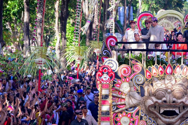 Jokowi Mengikuti Pawai di Bali