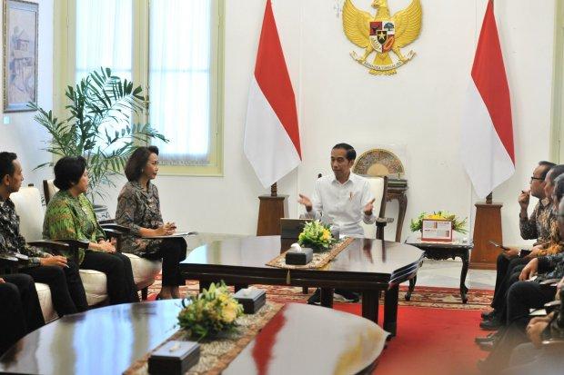 Presiden Joko Widodo (Jokowi) bertemu dengan Pansel KPK di Istana Negara, Jakarta, Senin (17/6).