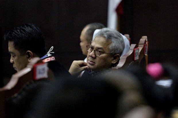 Arief Budiman selaku Ketua KPU dalam sidang permohonan Perselisihan Hasil Pemilihan Umum (PHPU) 2019 yang diajukan pasangan capres nomor urut 02 Prabowo Subianto-Sandiaga Uno digedung Mahkamah Konstitusi, Jakarta Pusat (17/6).