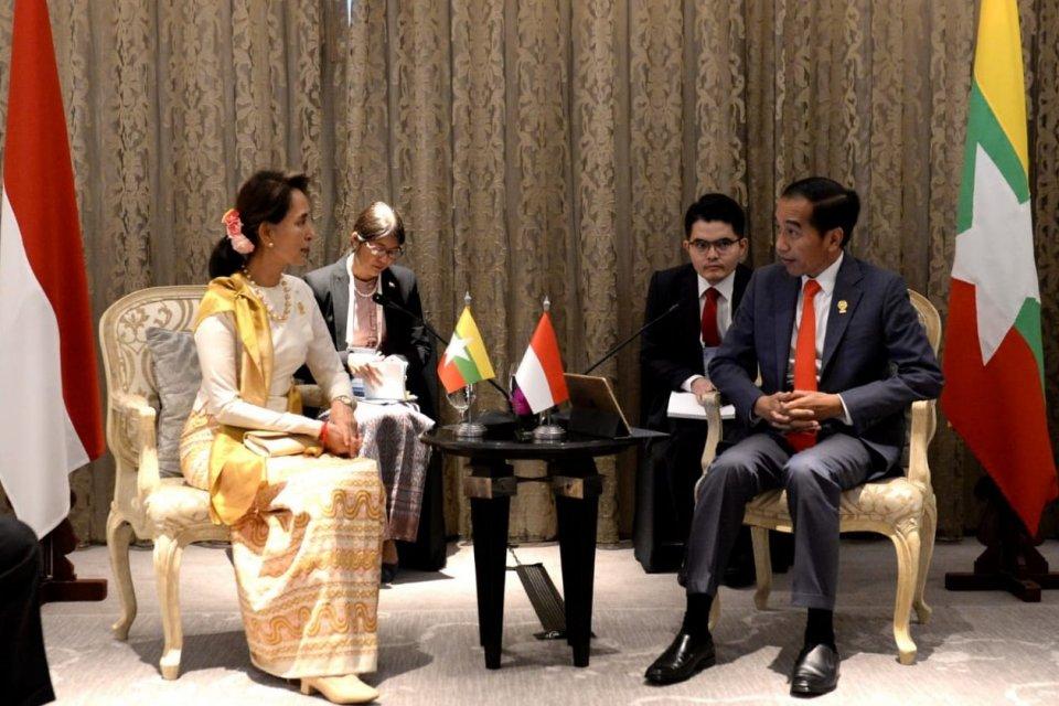 Presiden Jokowi saat bertemu Aung Sun Suu Kyi membahas repatriasi pengungsi Rohingya