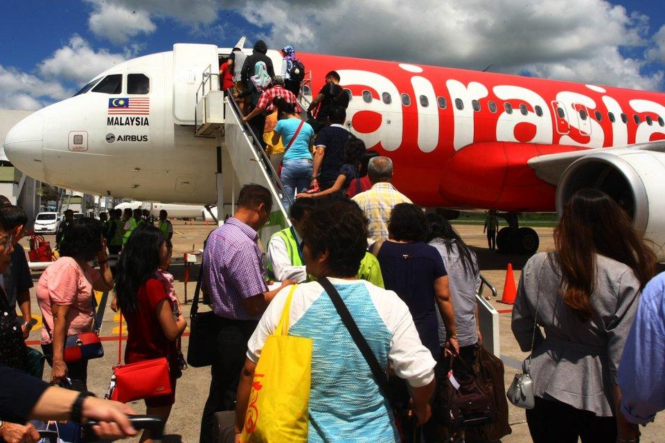 penambahan modal AirAsia, suspend AirAsia, HMETD, free float