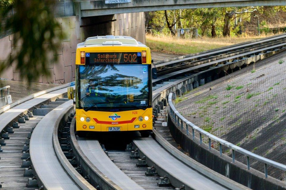Hasil gambar untuk bus rel disiapkan untuk kota kota besar