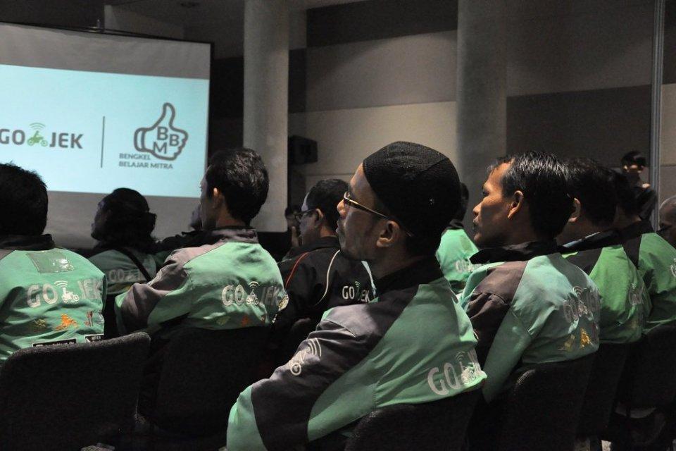 Gojek menggandeng Jouska Indonesia untuk memberikan pelatihan pengelolaan keuangan khusus mitra driver di Jakarta, Rabu (26/6). Pelatihan serupa juga digelar di Bandung, Surabaya, Medan, dan Makassar.