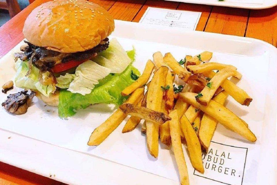 Halal Ubud Burger fokus mengusung konsep syariah untuk menyasar konsumen muslim.