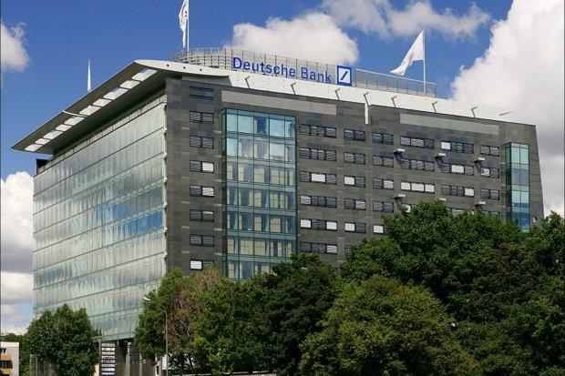 Gedung Deutsche Bank di Warsawa, Polandia.