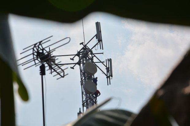 Indosat dan Telkomsel mencatat layanan komunikasinya berangsur pulih.