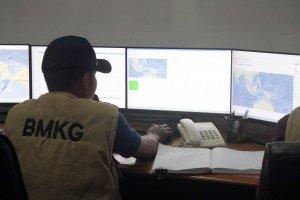 Pantau Perkembangan Gempa Maluku