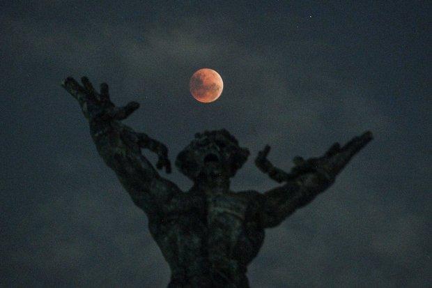 gerhana bulan malam ini, cara melihat gerhana bulan, peneropongan gerhana bulan gratis di Planetarium Jakarta