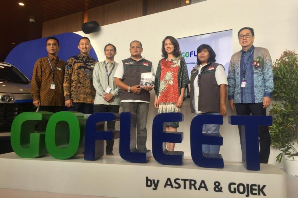 Astra dan Gojek meluncurkan GoFleet di acara GIIAS, Kamis (18/7).