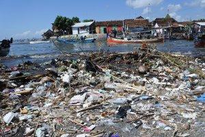 Sampah Plastik Cemari Laut