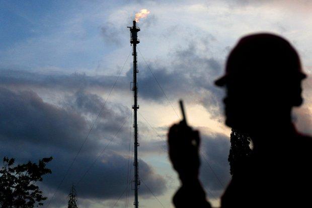 Rata-rata harga minyak mentah Indonesia (ICP) pada Agustus turun US$ 4,05 per barel menjadi US$ 57,27 per barel