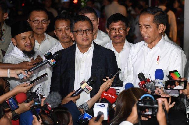 Jokowi usai pembubaran Tim Kampanye Nasional (TKN)