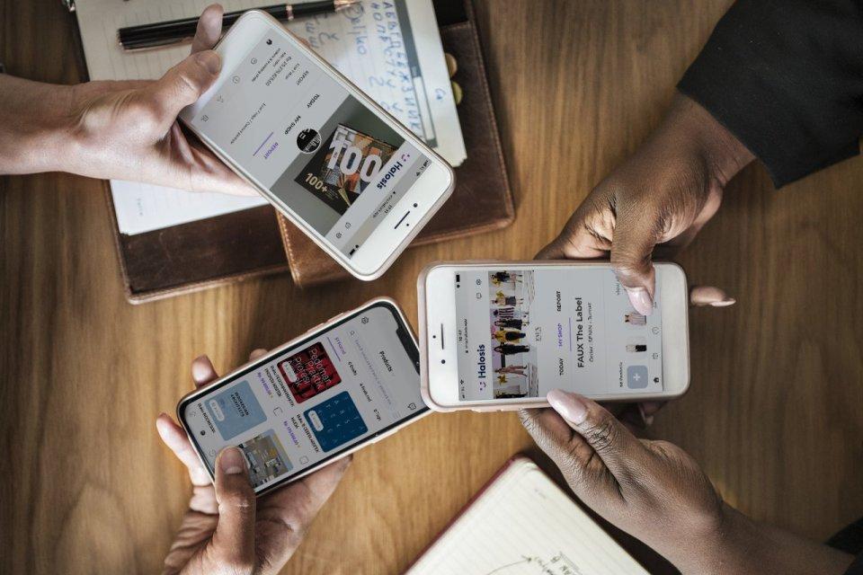 Ilustrasi belanja online. Menurut survei Facebook dan BCG, masyakat yang meminati fitur conversational commerce sebelum memutuskan membeli produk di toko online.