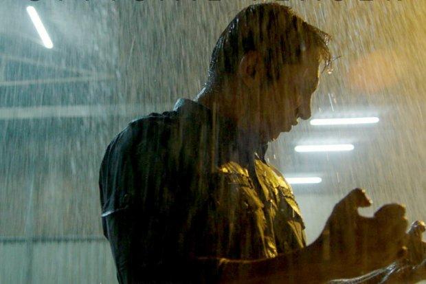 Potongan adegan dalam teaser trailer film Gundala yang disutradarai Joko Anwar.\\
