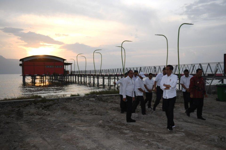 Jokowi, mobil listrik
