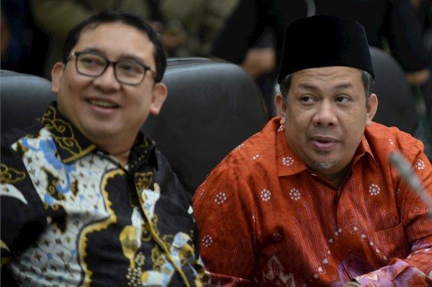 Pimpinan DPR Fadli Zon (kiri) dan Fahri Hamzah memimpin rapat konsultasi dengan pemerintah di Kompleks Parlemen, Senayan, Jakarta, Kamis (1/2/2019). Fahri Hamzah akan mendaftarkan Gerakan Arah Baru Indonesia (Garbi) menjadi partai politik pada akhir tahun