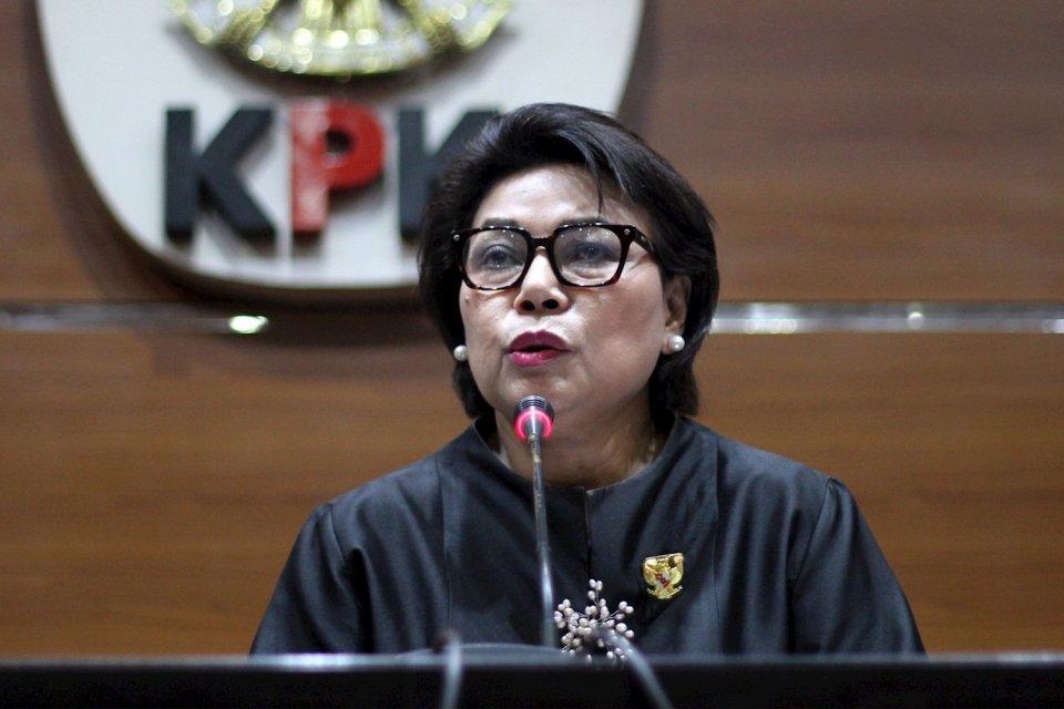 Wakil Ketua KPK Basaria Panjaitan menjelaskan kronologis operasi tangkap tangan (OTT) Direktur Keuangan PT Angkasa Pura II dan staf PT INTI, pada Kamis (1/8) malam di Gedung KPK, Jakarta.