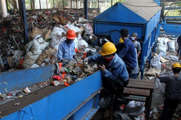 Ujicoba Pembangkit Listrik Tenaga Sampah