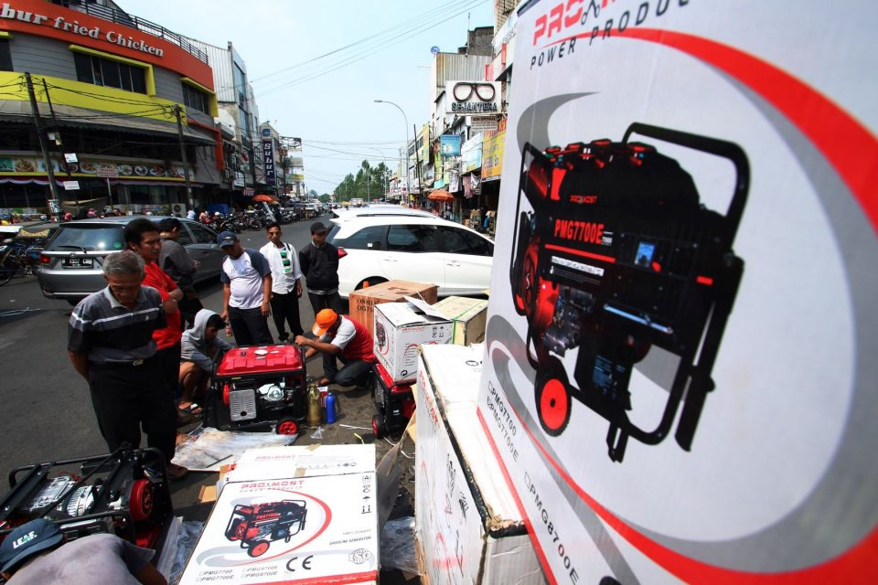 listrik mati, pemadaman listrik PLN, pemadaman bergilir, penjualan genset saat listrik mati, alat penerangan, lilin, lampu emergency