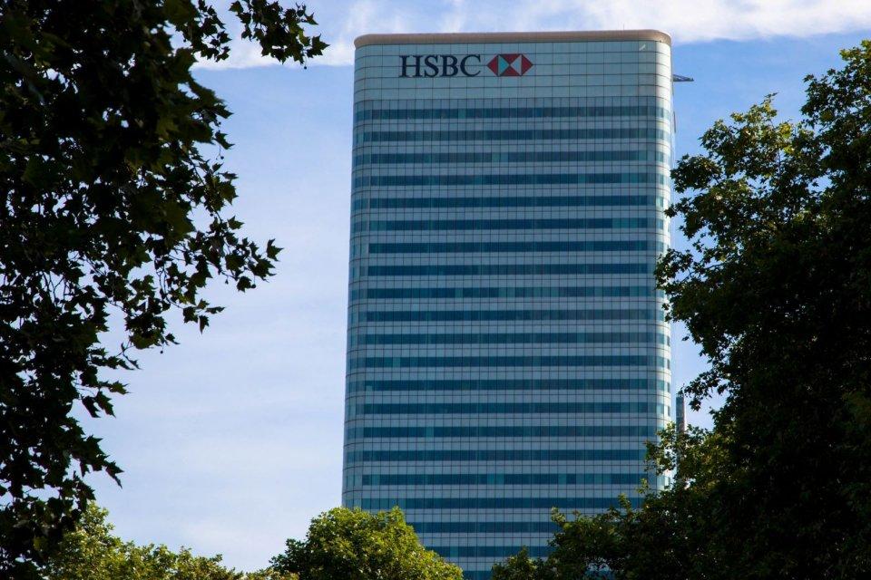 HSBC berencana memangkas 4.000 karyawannya di seluruh dunia sebagai bagian dari efisiensi perusahaan. Perlambatan ekonomi global menjadi salah satu faktor penyebab terpukulnya bisnis bank tersebut.