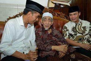 Jokowi dan Mbah Moen