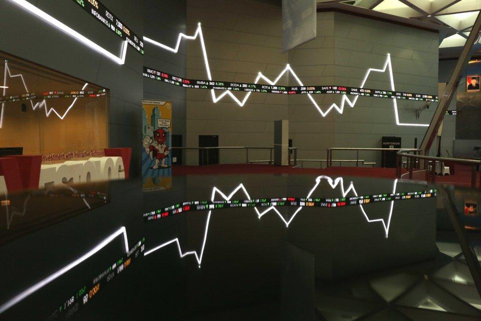 Suasana Bursa Efek Indonesia. IHSG hari ini, Selasa (13/8) diprediksi akan kembali terkoreksi. Beberapa saham yang direkomendasikan broker dapat menjadi pertimbangan investor.