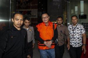 Anggota Komisi VI DPR dari PDIP I Nyoman Dhamantra mengenakan rompi tahanan seusai menjalani pemeriksaan di Gedung KPK, Jakarta, Jumat (9/8/2019).