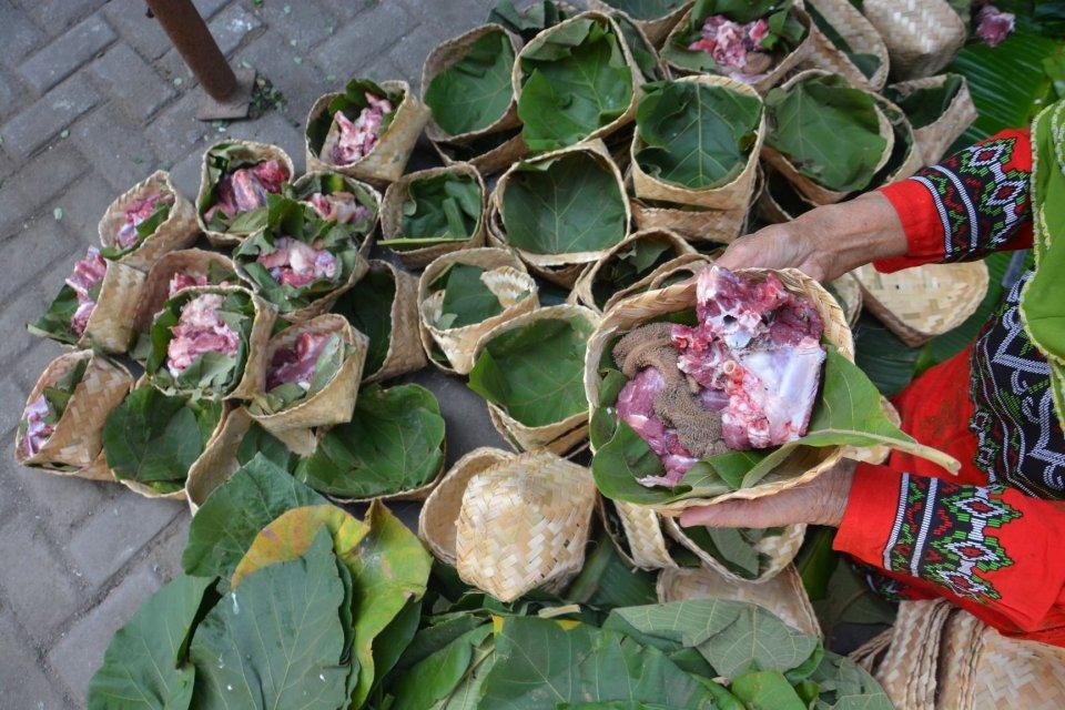 besek bambu, wadah daging kurban, kampanye pembagian daging kurban tanpa plastik, berkah Idul Adha, perajin besek bambu