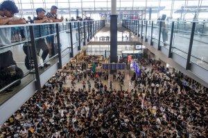 Demonstran di Bandara Hong Kong