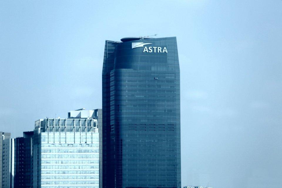Astra, Astra Internasional, United Tractors, tambang emas
