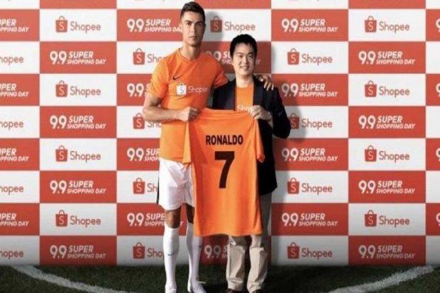 Cristiano Ronaldo (kiri) jadi Brand Ambassador Shopee, Rabu (14/8).