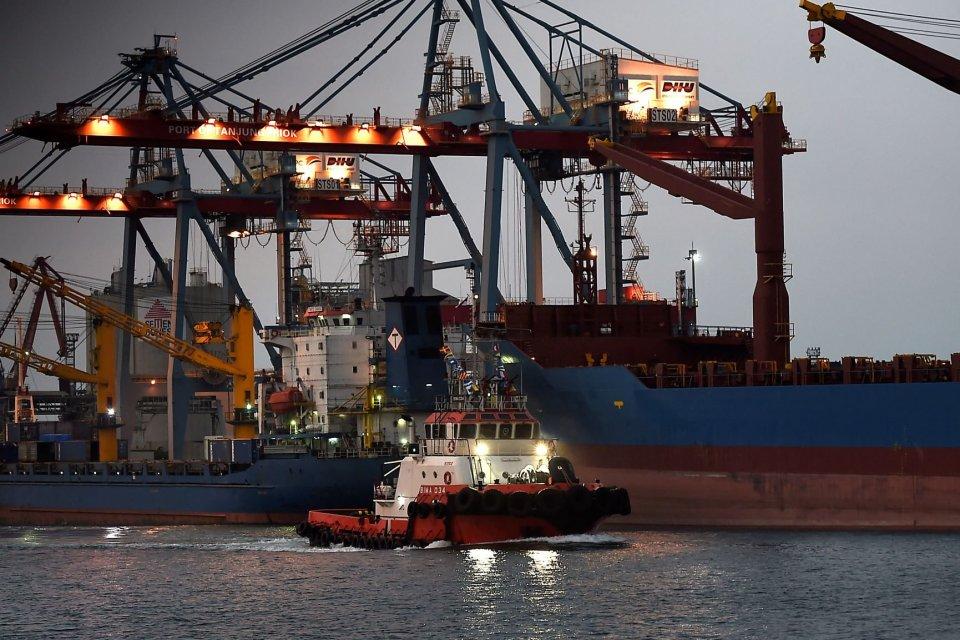 Kapal tunda melintas di Pelabuhan Tanjung Priok, Jakarta, Rabu (14/8/2019). Berdasarkan data terakhir Badan Pusat Statistik (BPS) pada Juni 2019, neraca perdagangan Indonesia tercatat surplus 200 juta dolar AS dengan nilai ekspor sebesar 11,78 miliar dola