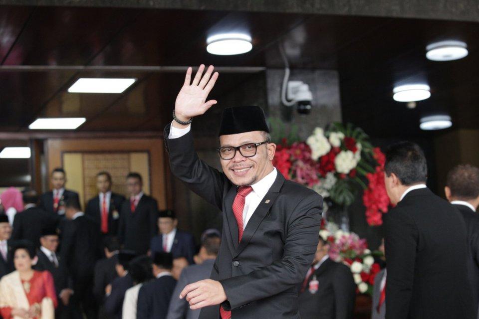 Muhammad Hanif Dhakiri ditunjuk Jokowi menjadi Pelaksana Tugas (Plt) Menpora menggantikan koleganya di Partai Kebangkitan Bangsa (PKB), Imam Nahrawi.